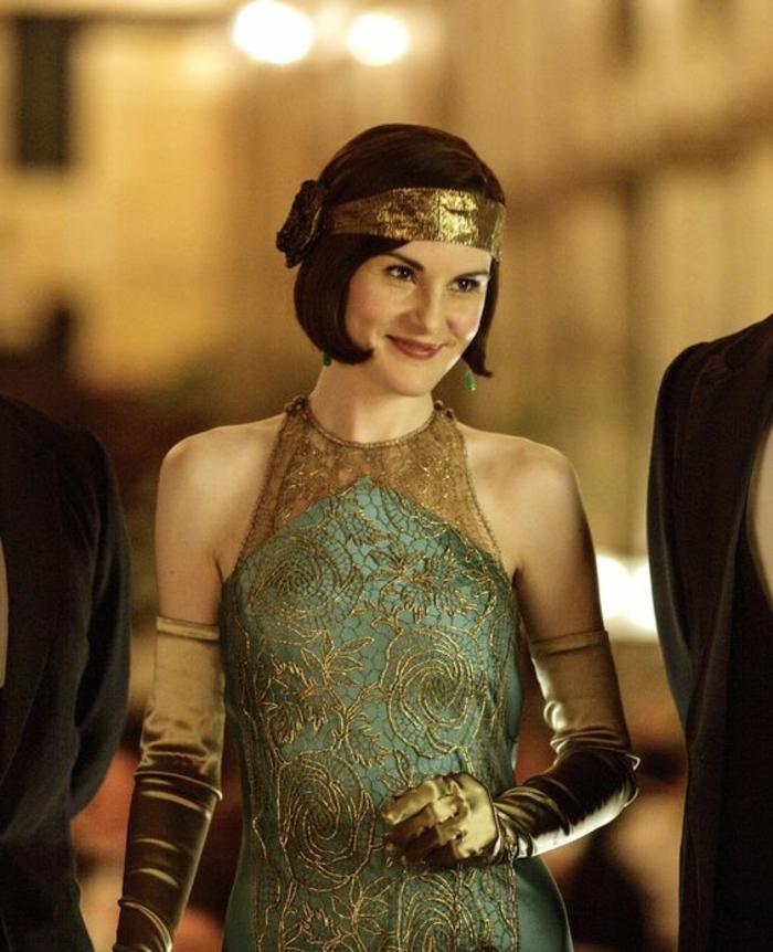 robe années folles, serre-tête doré, gants longs en velours, robe élégante vert et doré