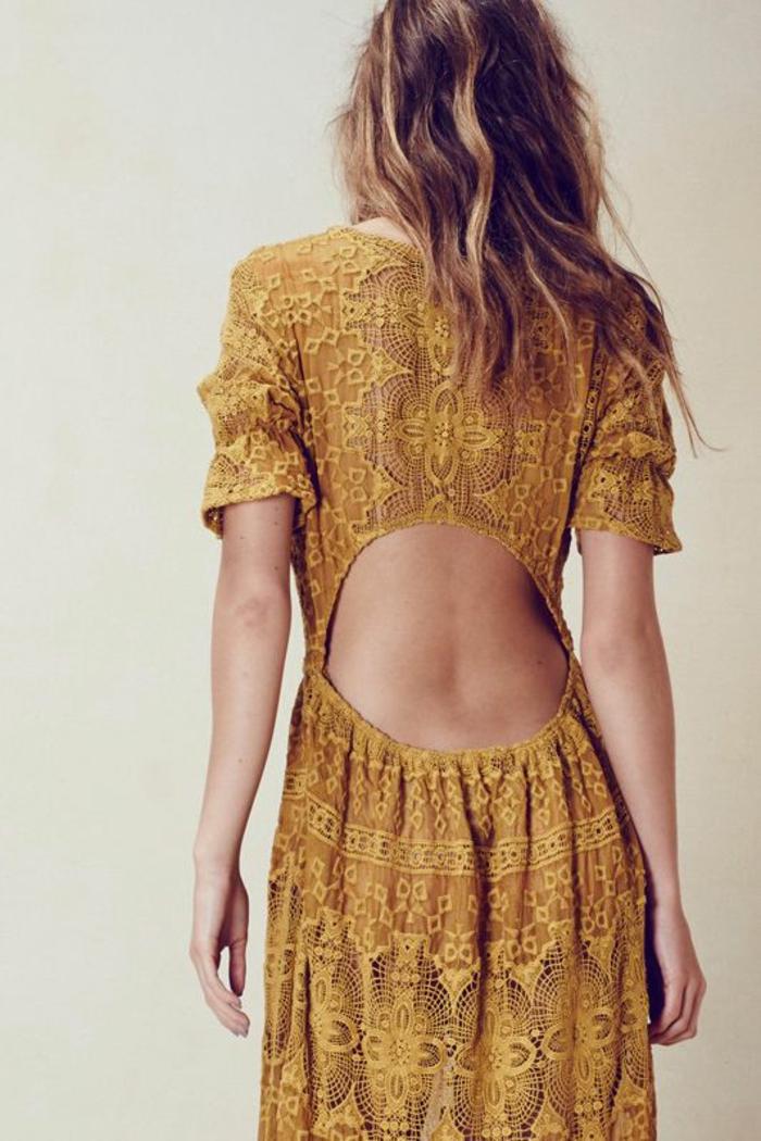 robe ethnique dentelle de style bohème chic, dos nu, robe couleur jaune moutarde