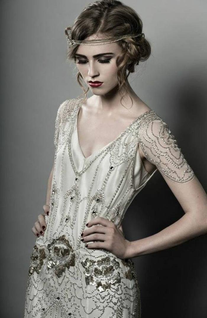 robe des années 20, robe brodée grise, diadème de cheveux, maquillage fort