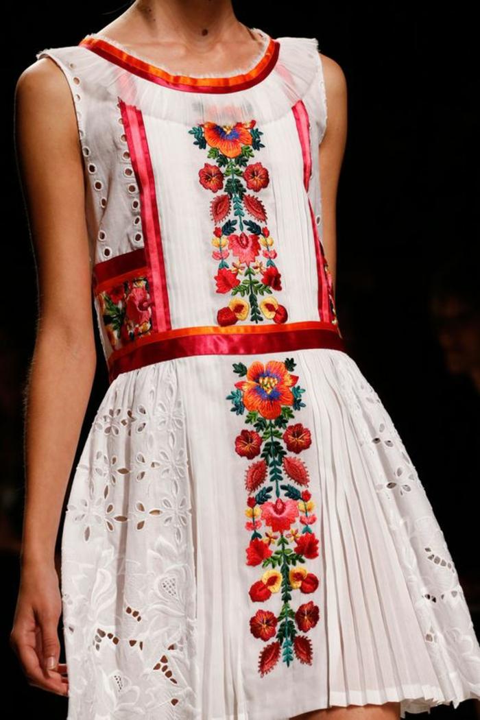 robe blanche de style mexicain avec broderie florale, robe à effet dentelle