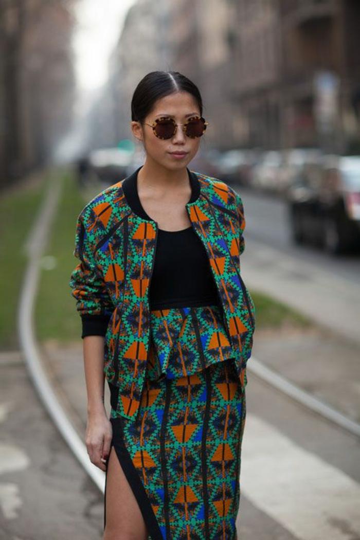 un ensemble robe e bomber imprimés de style chic ethnique, modèle de robe ethnique fendue à motifs géométriques