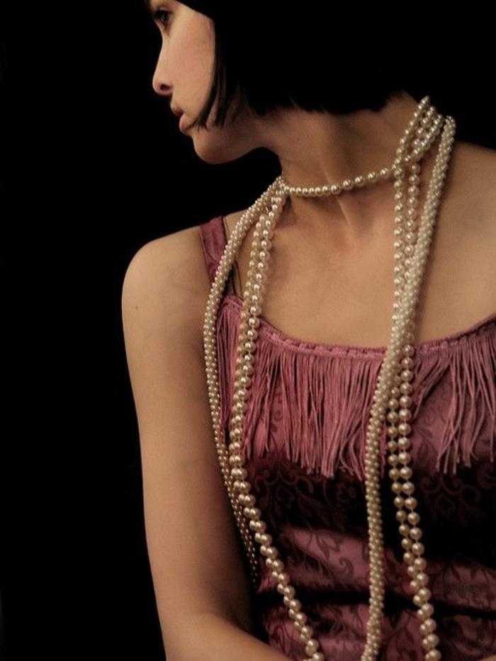 robe gatsby le magnifiue, permes blanches, carré court, robe avec frages au décolleté
