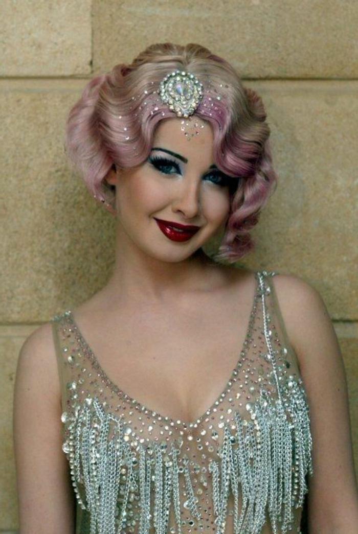 robe gatsby le magnifique, robe bleue lumineuse, cheveux en couleurs galaxy