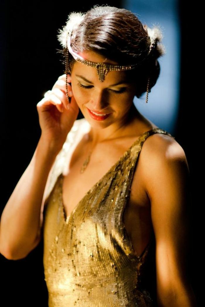 robe gatsby le magnifique, décolleté en V et paillettes, couleur ocre, serre-tête