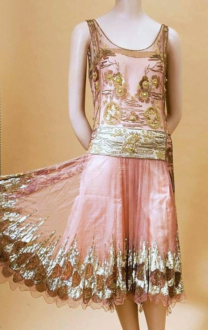 robe gatsby le magnifique en rose et vert, motifs floraux brodés, taille tombée, mi-longue