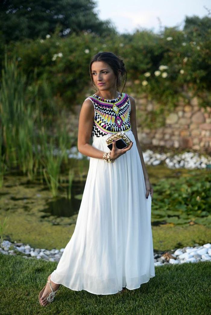 une maxi robe blanche à taille haute,comment adopter le style chic ethnique