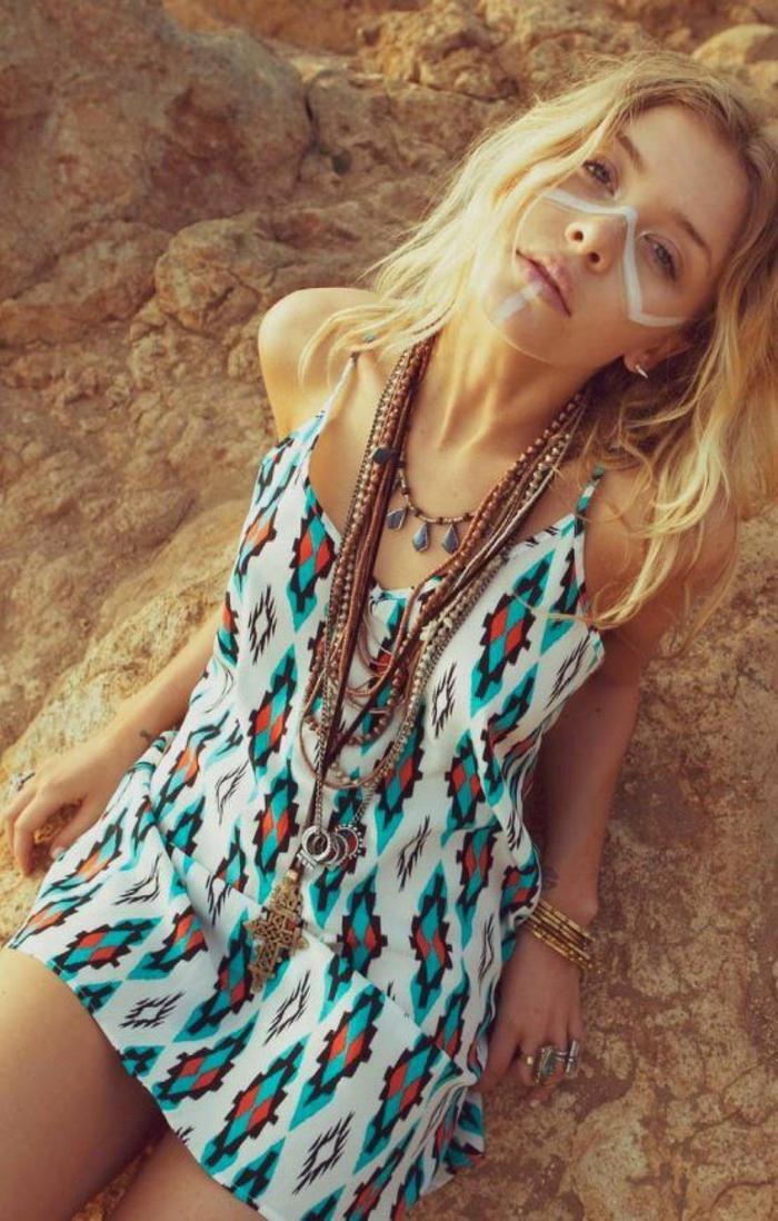 petite robe tunique sans manches aux motifs ethniques, look hippie chic