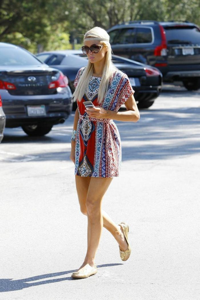 robe chemise resserré dans la taille combinée avec des ballerines, look hippie chic, comment réussir le style chic ethnique en été
