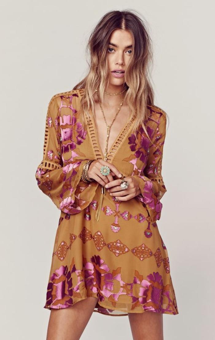 robe tunique couleur terre de sienne aux motifs ethniques roses, tenue de plage légère et fluide, la mode ethnique 2017