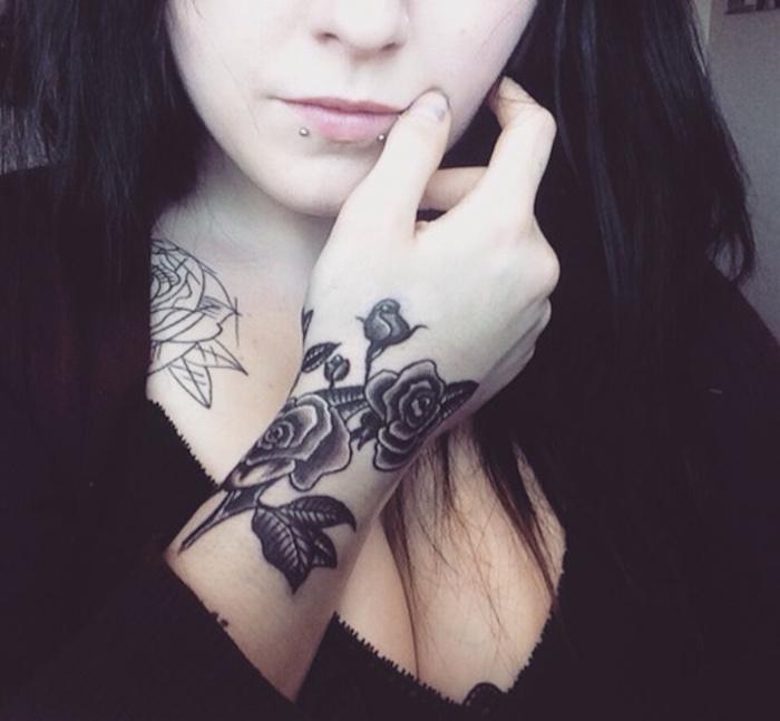 1001 id es tatouage rose poignet elles poussent sur la peau - Idee tatouage poignet ...