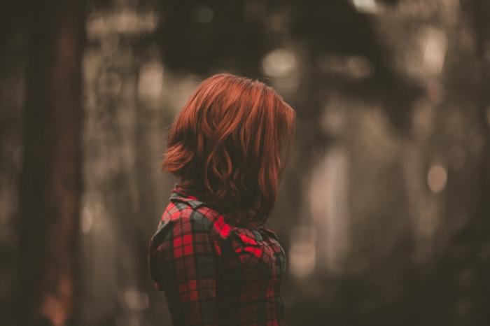 Superbe coloration cheveux rouge teinture rouge bordeaux femme jolie