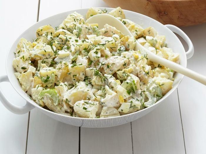 recette pique nique classique, salade picnic aux pommes de terre cuits, oeufs mayonnaise, céleri, vinaigre de cidre de pomme, anethc, concombres