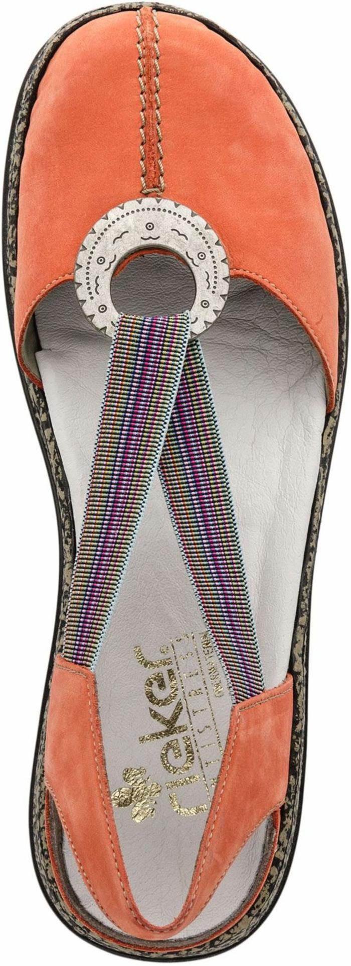 sandale femme en couleur melon avec élément rond décoratif de style ethnique