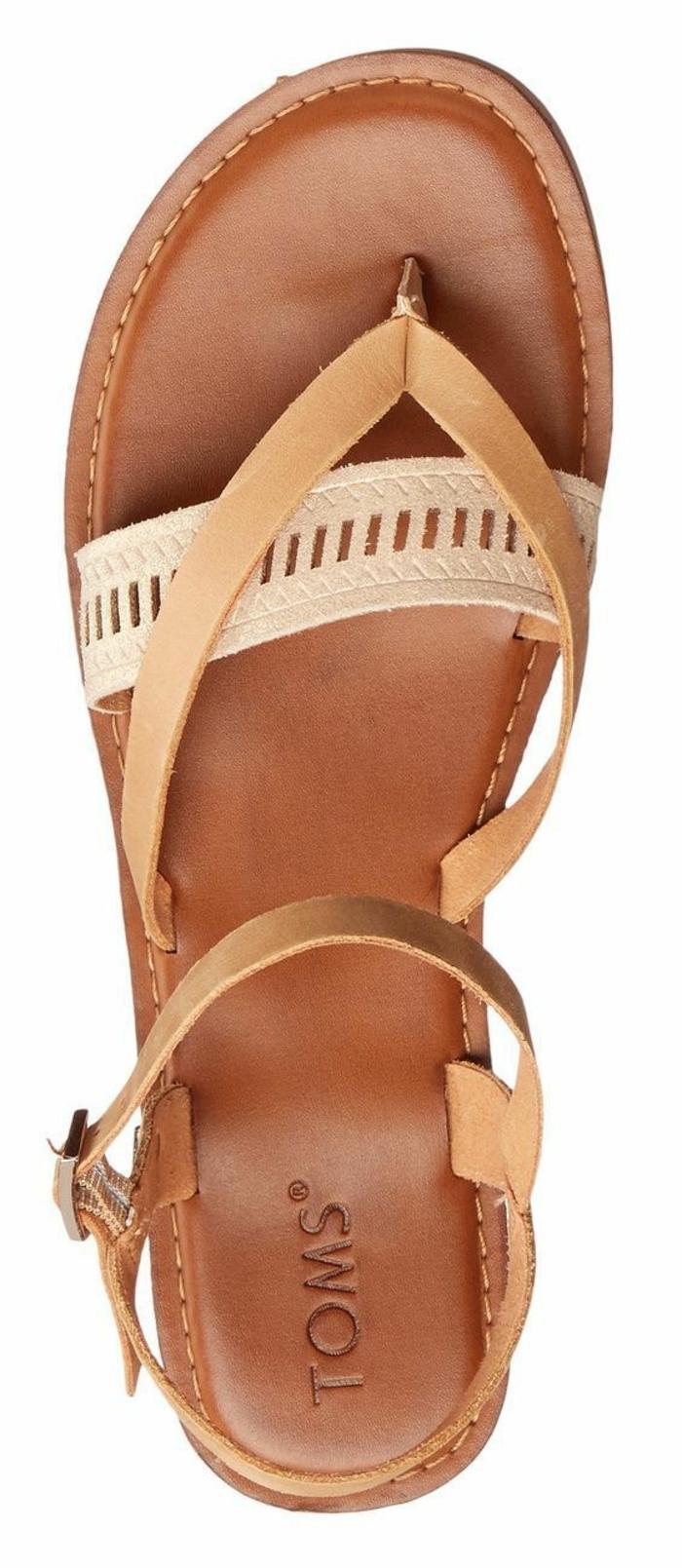 sandale femme plate TOMS en marron beige et blanc style flip flop devant