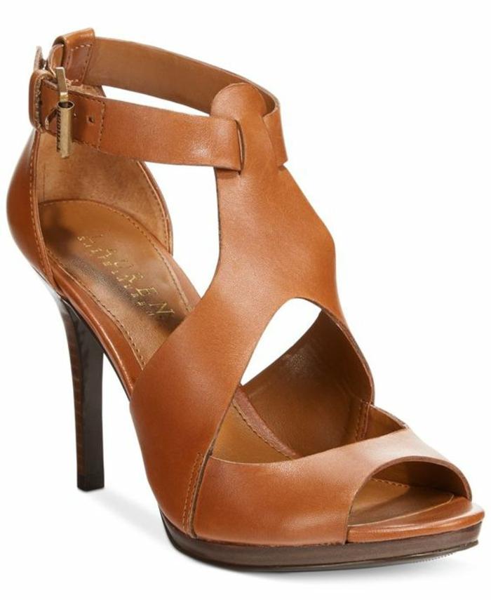 sandale talons aiguilles hauts en marron clair avec petite ouverture semi ronde sur les doigts