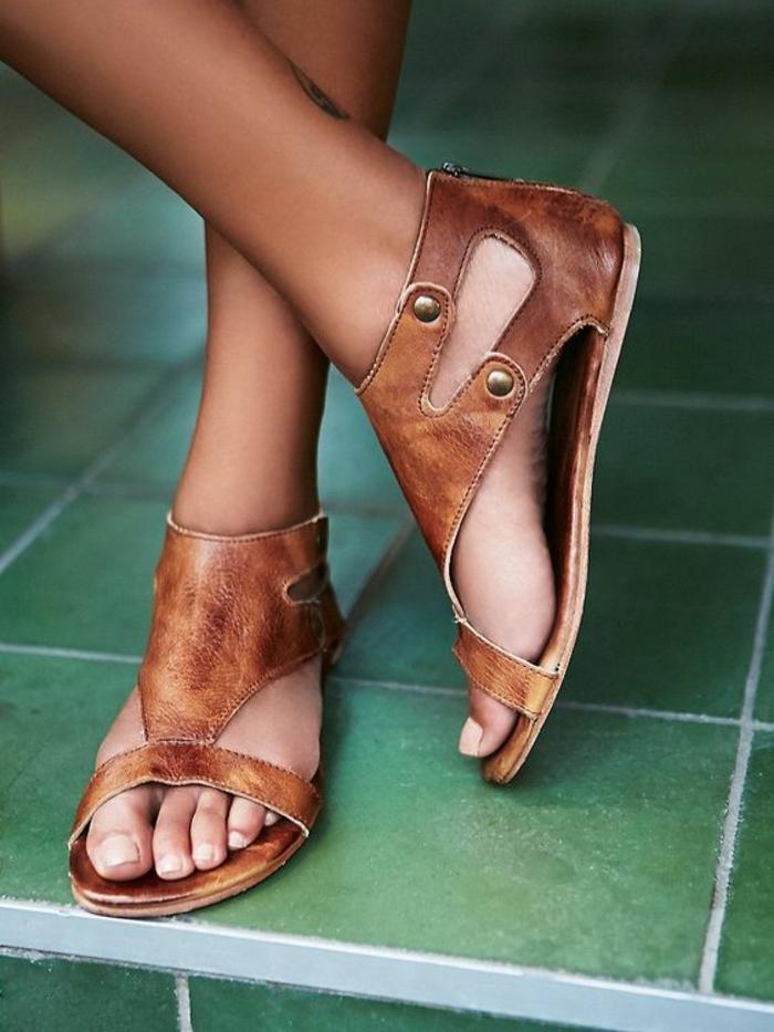 sandales pour femme en marron couleur whisky talons plats fermeture éclair derrière