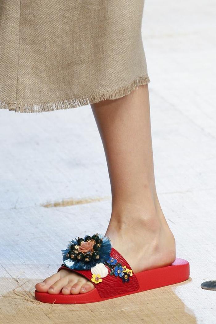 sandales femmes Dolce & Gabbana en rouge et bleu plateforme basse et regulière