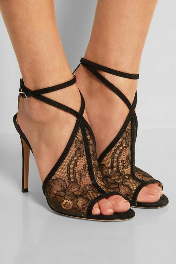 sandale noir femme talons aiguilles en dentelle devant grande finesse et lanières ultra fines