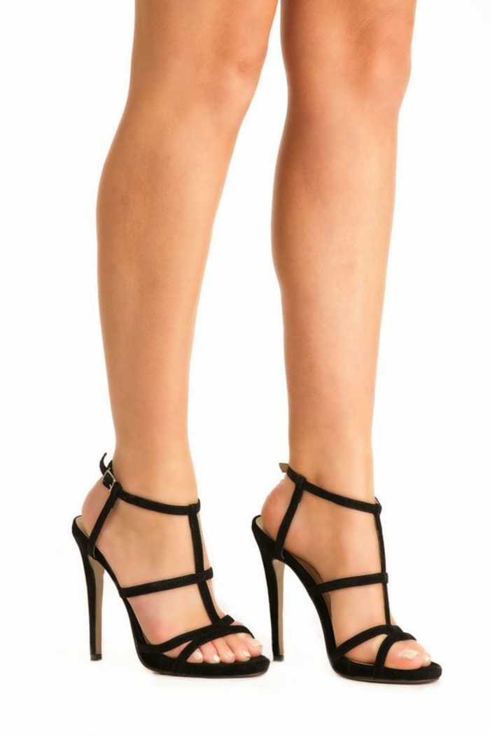 Sandales Noires: Très belles talon aiguille doré. … | Talons