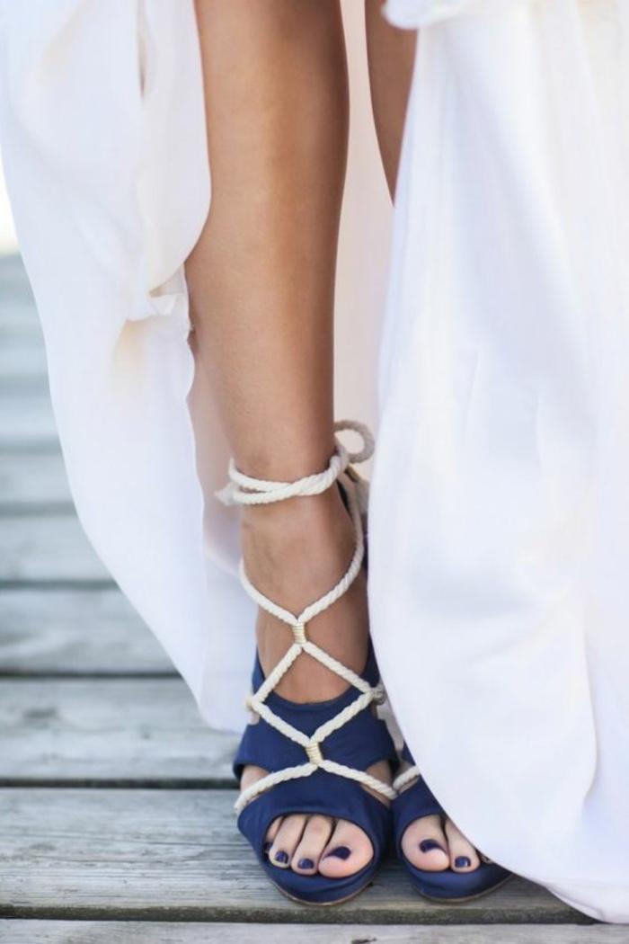 sandale à talon femme sur le thème marin en bleu et blanc