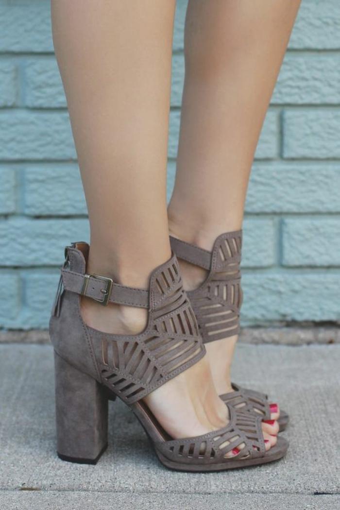sandale femme au talon carré effets ajourés couleur prune claire