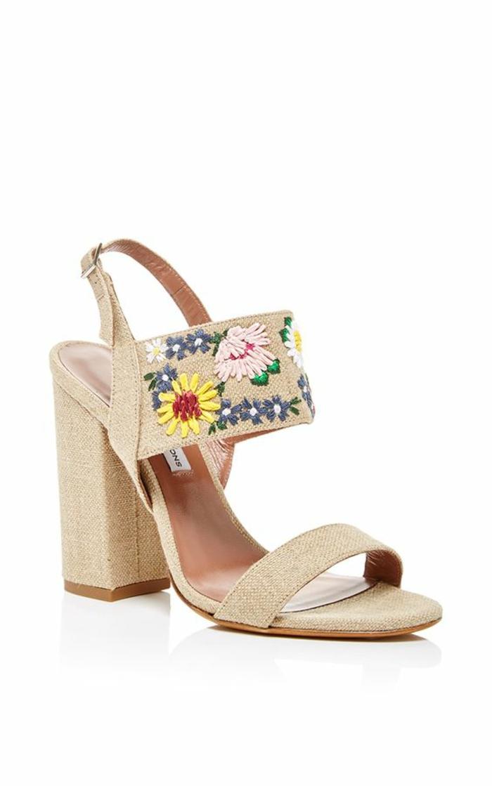 sandale femme en beige avec des fleurs brodées talon carré