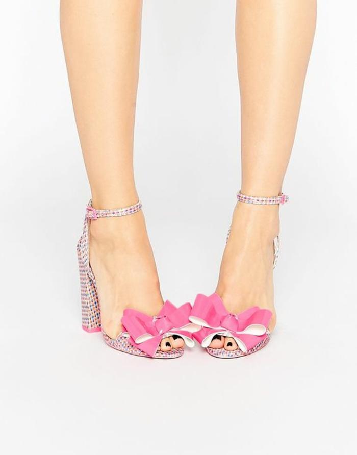 sandales pour femme talons carrés à pois colorés et noeuds en rose et blanc devant style glamour pop