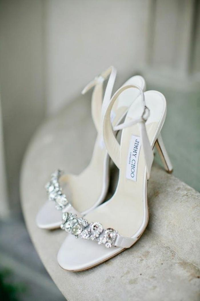 sandales à talon blanche mariée et occasiones spéciales avec des décorations en zirconiums devant