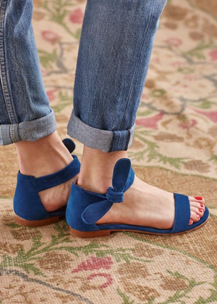 sandale femme en bleu turquoise plate avec un noeud de coté à porter aussi avec des jeans