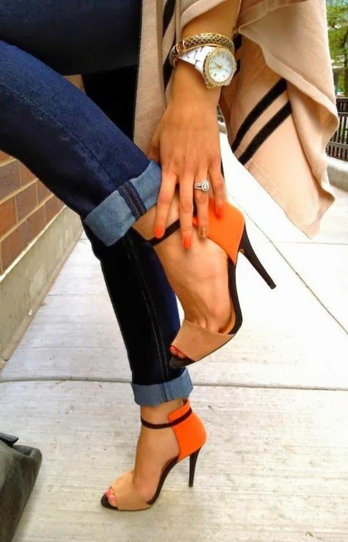 sandale femme en orange et noir à talons aiguilles
