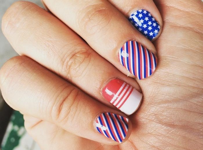 comment avoir de beaux ongles, nail art avec stickers, manucure ongles courts, lignes géométriques, manucure maison