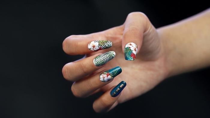 comment faire une manucure, décoration ongles avec stickers, ongles à motifs floraux, ongles longs