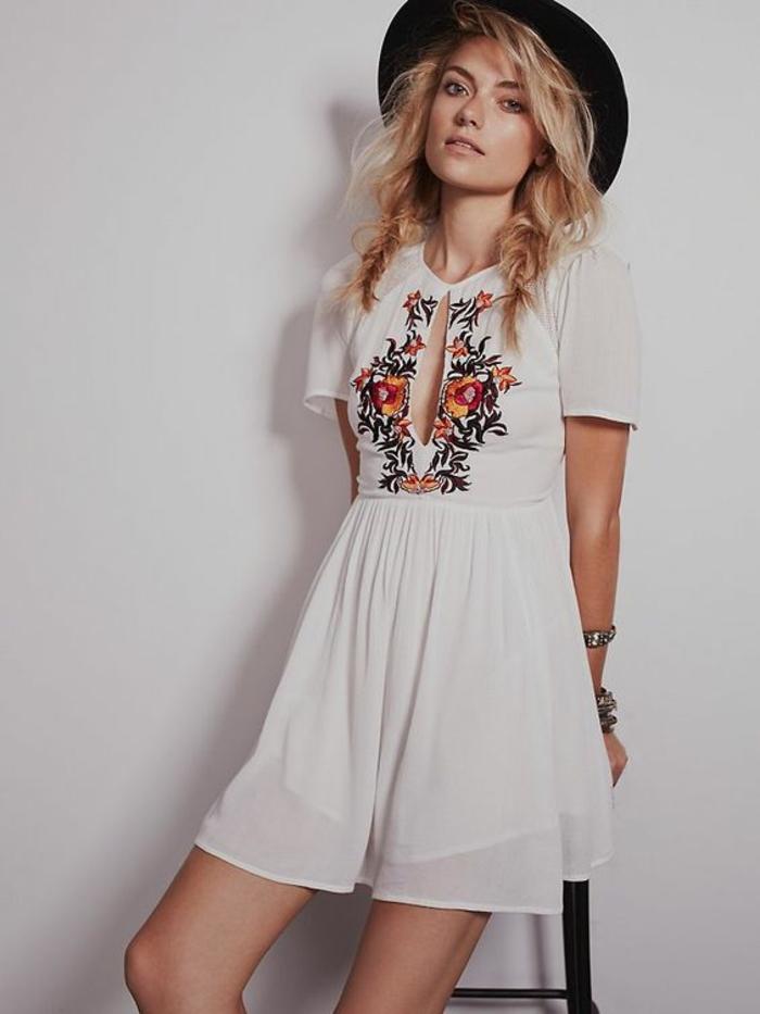 petite robe blanche de style chic ethnique, jolie broderie florale