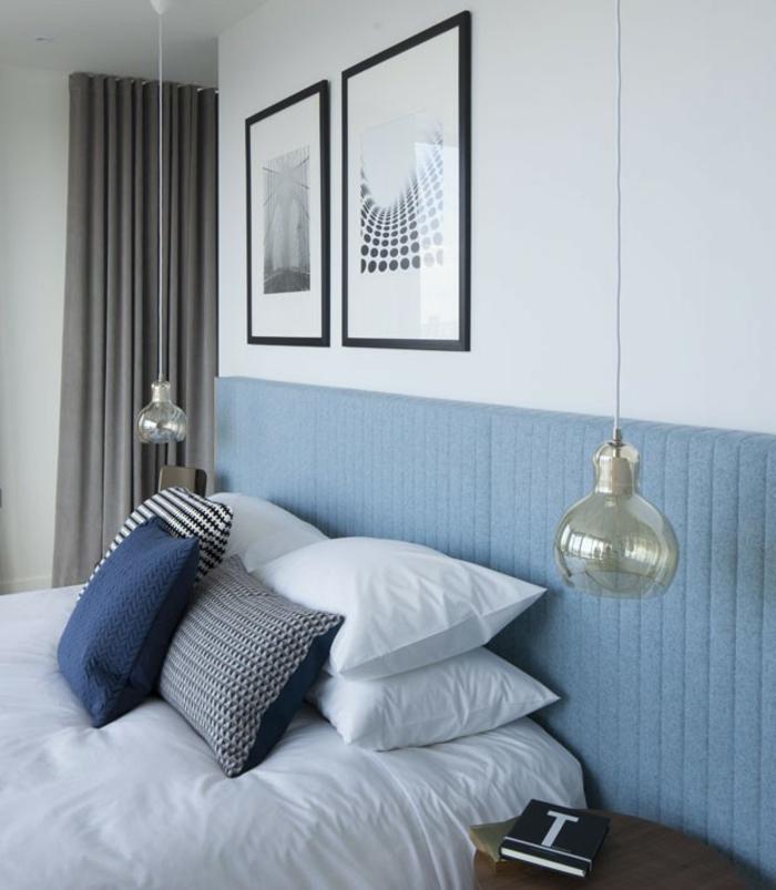 une chambre à coucher au décor rétro, un luminaire vintage en verre teinté