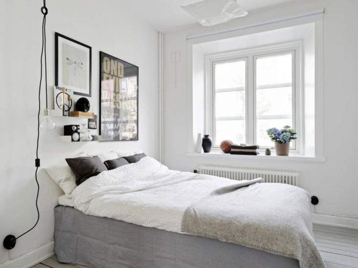 une suspension chevet à ampoule nue et câble noir façon lampe baladeuse, chambre à coucher au design scandinave discret et épuré