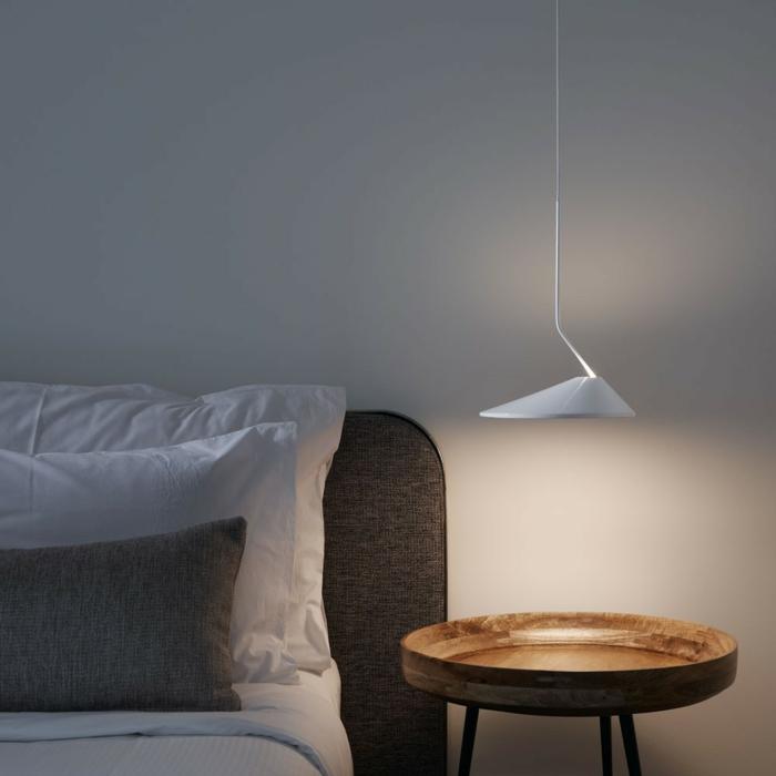 éclairage ponctuel dans la chambre à coucher, une suspension chevet originale au design contemporain