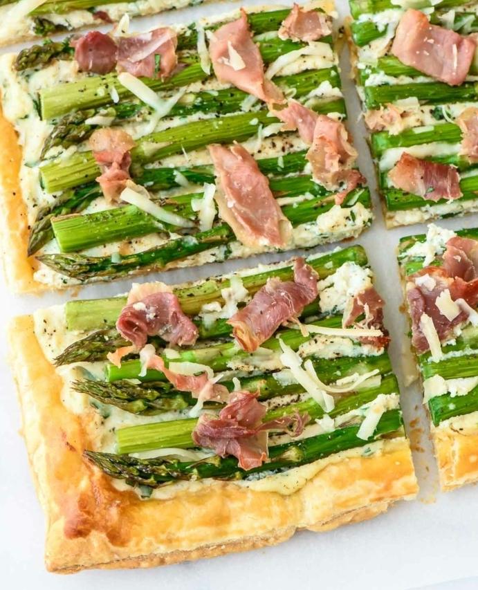 recette pique nique à faire soi meme, pate feuilletée, bacon, asperges, fromage, idée comemnt prganiser un repas dans la nature