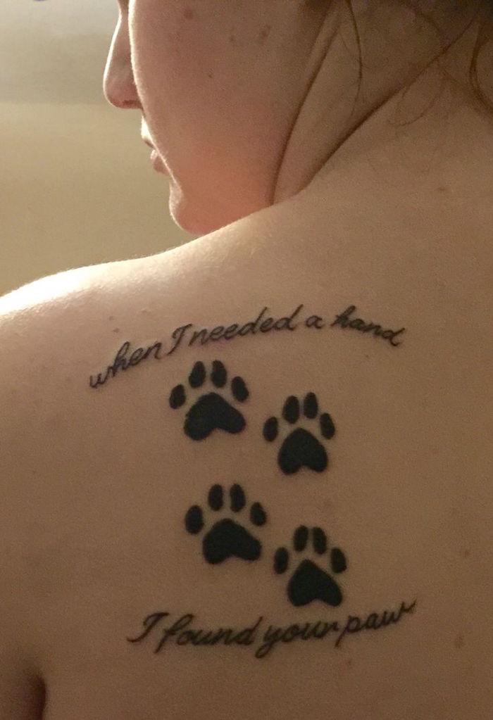 patte de chat tatouage omoplate femme tattoo cat modèle dessin chats