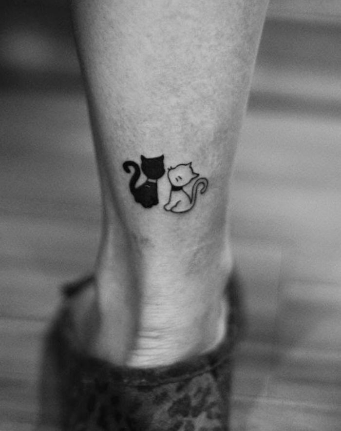 tatouage chaton chat amoureux cat tattoo dessin chats noir cheville