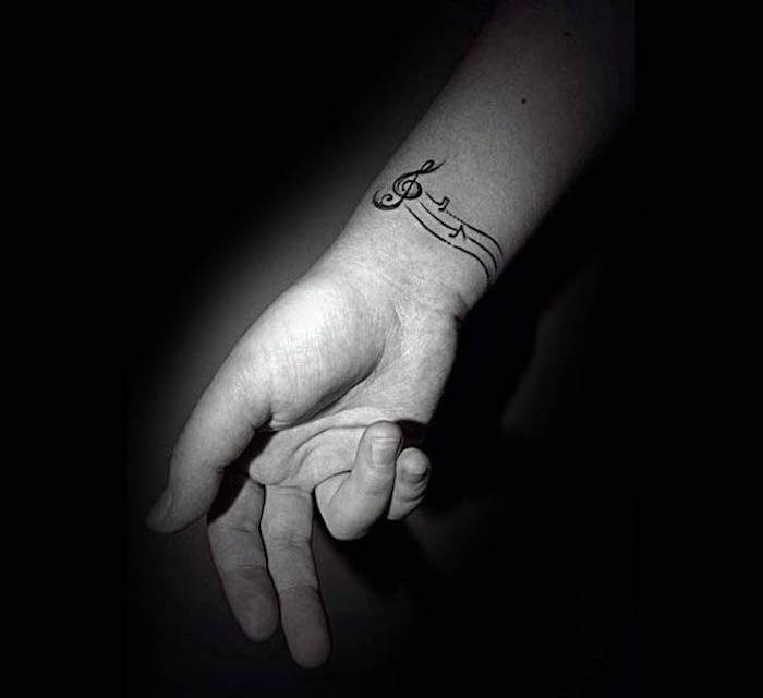 tatouage portée de musique poignet partition