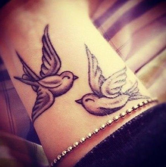 les meilleures id es pour un tatouage oiseau et sa signification. Black Bedroom Furniture Sets. Home Design Ideas