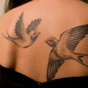 Le tatouage oiseau - modèles, signification et emplacement