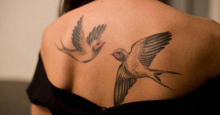 Tatouage plume oiseau qui s envole pour femme et homme