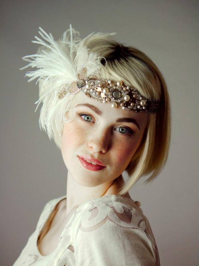 tenue charleston, bandeau de cheveux original avec plumes artificielles