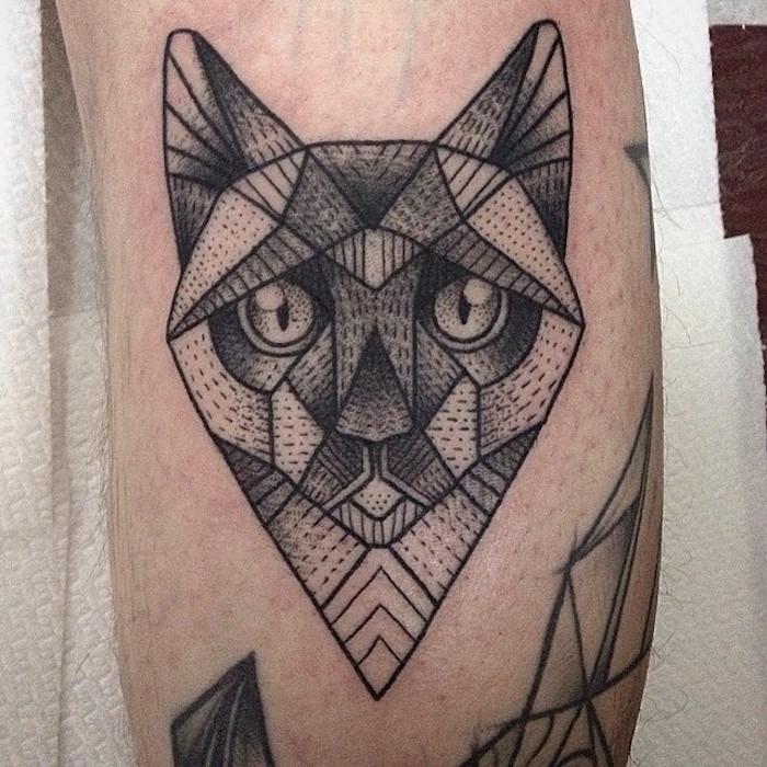 tattoo tete chat en origami dotwork géométrie sphinx égyptien