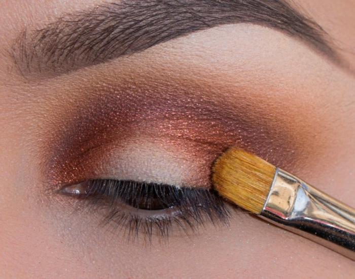 maquillage smoky, comment appliquer les fards à paupières, pinceau smudge, sourcils marron