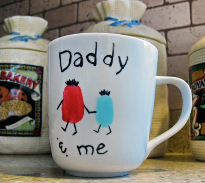 un mug personnalisé, dessin enfant, bonhommes, papa et moi, tasse à thé en porcelaine personnalisé, cadeau fête des pères diy