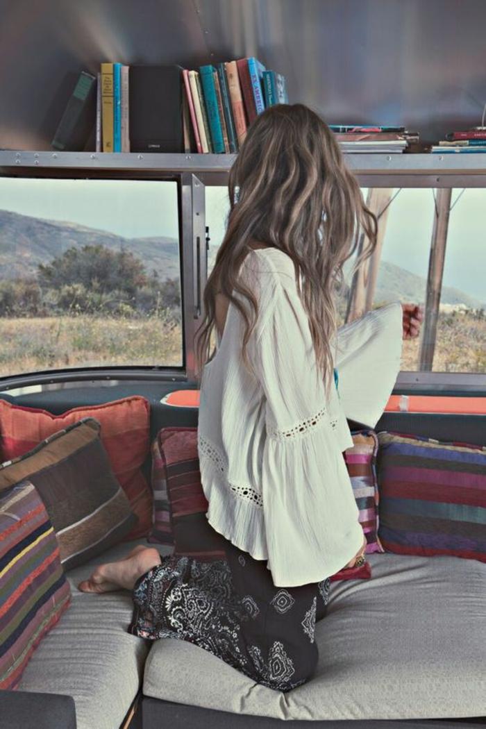 Vetement hippie belle femme bien habillée tenue
