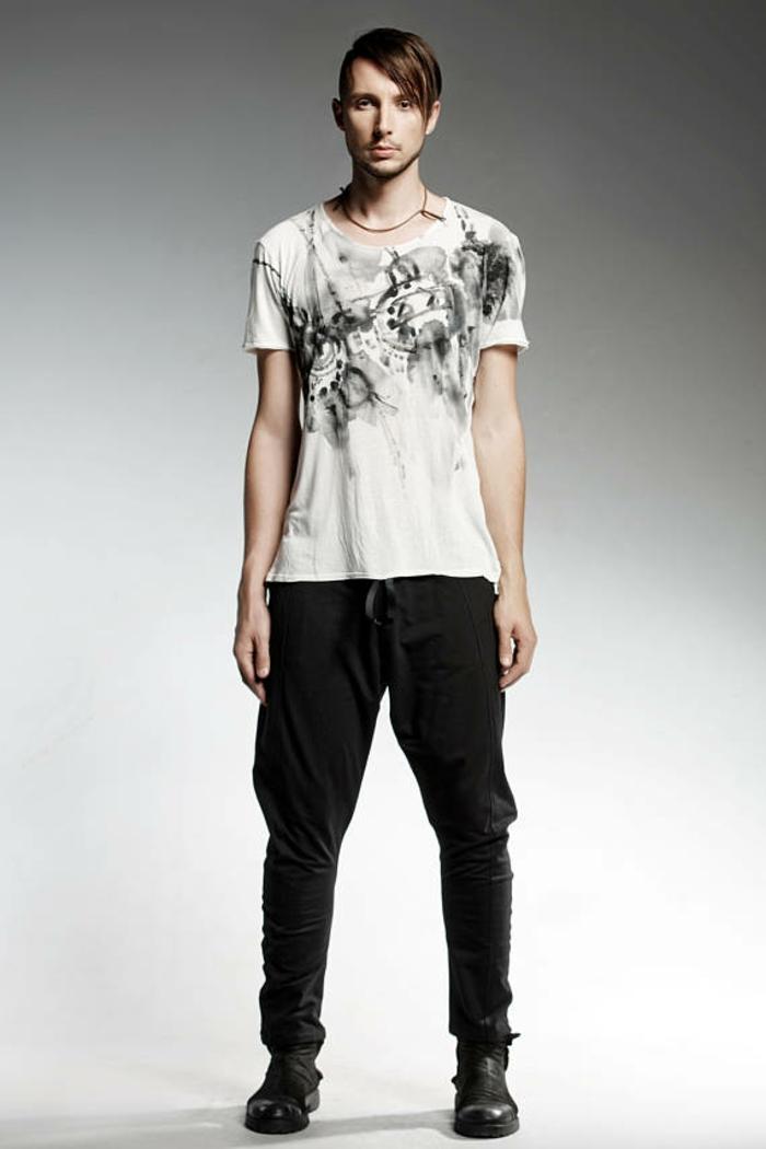 pantalon trouser noir pour le cyclisme et pour bouger beaucoup avec t-shirt motifs abstraits en blanc et noir