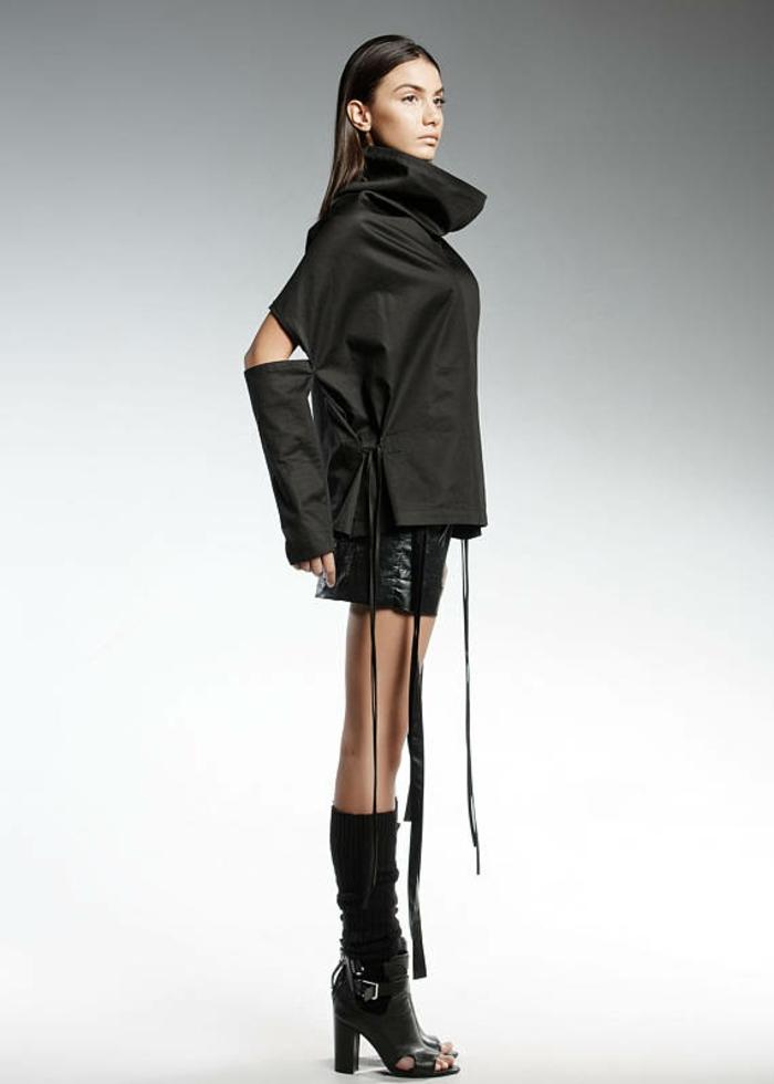 short et chemise sans manches avec grand col roulé avec manchettes en tissu noir